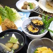 *夕食一例/殻付きのウニ、メカジキ、ホヤなど三陸沖で獲れた魚介を中心にご用意いたします。