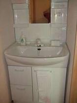 客室の中の洗面台です