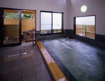 美肌の天然温泉がたっぷりの大浴場