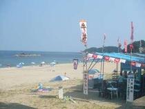 千鳥ヶ浜の海の家です、当館で割引券ご用意