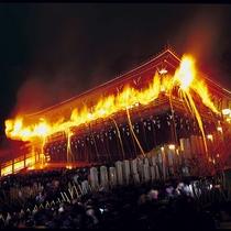 【お水取り(修二会)の様子】奈良の歴史を今に残す二月堂修二会の様子。