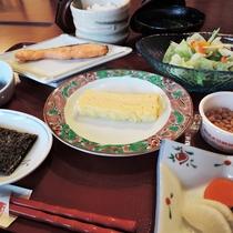*朝食一例/シンプルながらも、ほっこりする純和風朝食をご用意いたします。