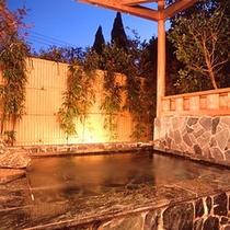 *【貸切露天風呂】開放感のあるお風呂で、温泉浴を満喫。