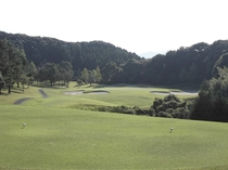 16ホール(PAR3/Back Tee:199Y・Regular Tee:172Y) / アンジュレ