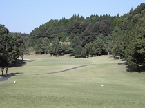 17ホール(PAR4/Back Tee:450Y・Regular Tee:426Y) / 第1打はフ
