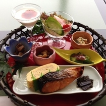*【ご朝食一例】焼き物、煮物、和え物、サラダ、ヨーグルトなど