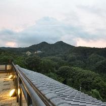 *当館からの景色:眼下に広がる信貴山を眺めながらお寛ぎください