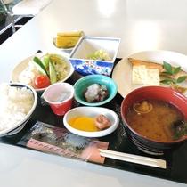 *朝食一例:和定食をお食事会場にてご用意いたします