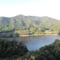 *【お部屋からの景色】どのタイプとも内場池や森が一望できる南向きです
