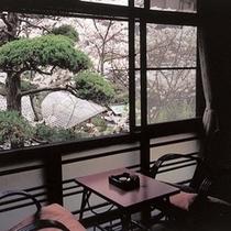 御所坊の中庭が見える2階の部屋
