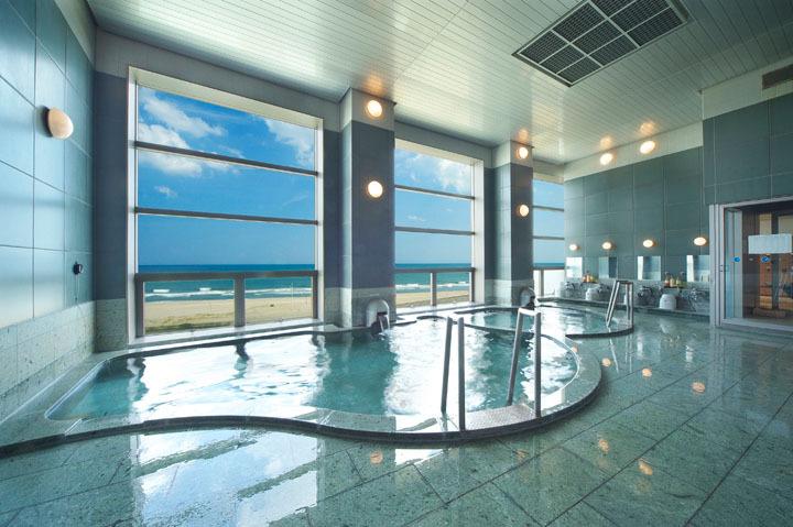 展望風呂から九十九里の白浜を見渡せます