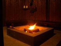 風情の漂う囲炉裏