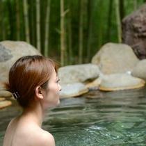 竹林露天風呂でごゆっくりお過ごしください。