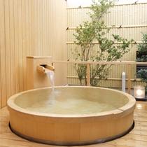 【離れ客室「室生」】檜の露天風呂(源泉かけながし)
