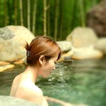 人気の竹林露天風呂
