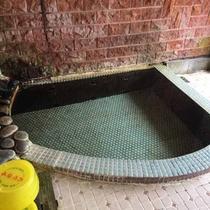 【小浴場】展望風呂は無色透明の天然かけ流し♪きめ細やかな肌を作る、と女性に人気のお湯です。