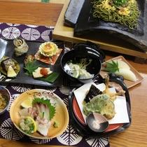 【夕食】海・山・畑の獲れたて味覚で手作りです。※季節によって内容が変わります