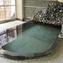 【大浴場】柔らかく、滑らかなお湯です。旅の疲れが癒されます♪