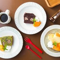 カフェで、こだわりスィーツ抹茶や家の黒大豆・栗の渋皮煮を入れたこだわりのバウンドケーキなどいかが?