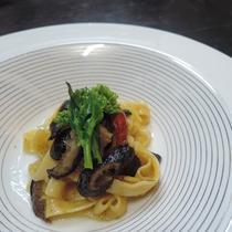 ご夕食一例◇特製椎茸のオイル漬けパスタ