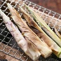 *【山菜の網焼き】香ばしく焼いた山菜はアツアツのうちに。
