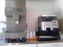 浄水器とミル付きコーヒーメーカー