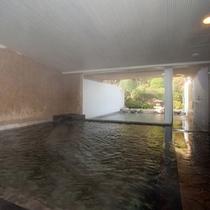 天然石の大浴場