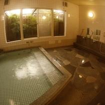 【浴場】男女1ヶ所ずつ。さっぱり汗を流してください。