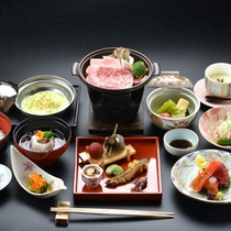 *ご夕食一例。季節の味覚を存分にお楽しみ頂けます。