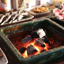 ■【囲炉裏炭火焼き】じっくりお好みの焼き加減でお愉しみください。