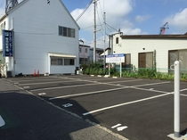 駐車場向かい側