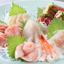 *海鮮フェア(夕食一例)焼津に来たなら、やっぱり新鮮な海の幸!人気のお刺身盛り合わせ。