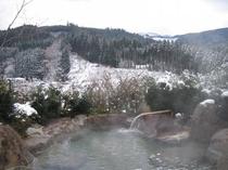 雪の女性露天風呂