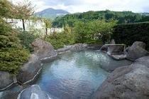 夏の本館露天風呂