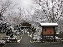 雪景色のアプローチ