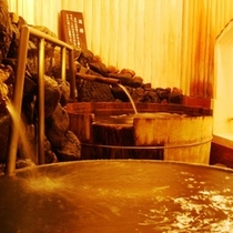 漁師釜風呂や酒樽風呂などユニークなお風呂で天橋立温泉に浸かる