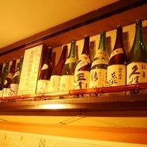 地酒はもちろん全国から選りすぐりの名酒や幻の焼酎を・・