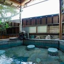 男性露天風呂で天橋立を眺める。。