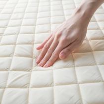◆ベッドパッドは低反発素材で体にフィット◆