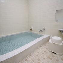 【浴場一例】こじんまりしたお風呂は、空き状況により貸切も承れます♪