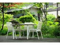 中庭『陽竜庭』でのんびり