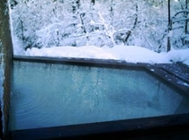 源泉露天風呂 『庭園の湯』女性 冬