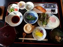 ホテル 朝食(和食:600円)