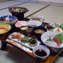 *【夕食一例】海の幸が中心の女将手作りの家庭料理を召し上がれ!