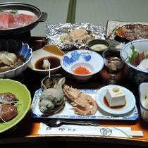 *【夕食一例】ボリュームたっぷりの夕食!北海道の海の幸を中心にご用意しております!