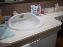 女性浴室洗面台