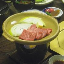 *【ご夕食一例】大和牛の陶板焼き。お好みの焼き加減でお愉しみください