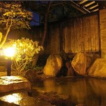 夜の露天風呂(女岩風呂)