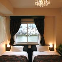 ■2室限のデラックスツインは寝室&宍道湖展望風呂の双方から四季折々の「水の都松江」の景観をお楽しみ■