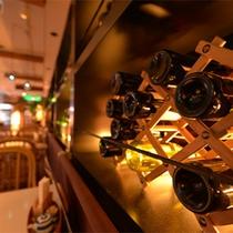 *アンチエイジングダイニング(2F)/お食事に合うワインも取り揃えています。